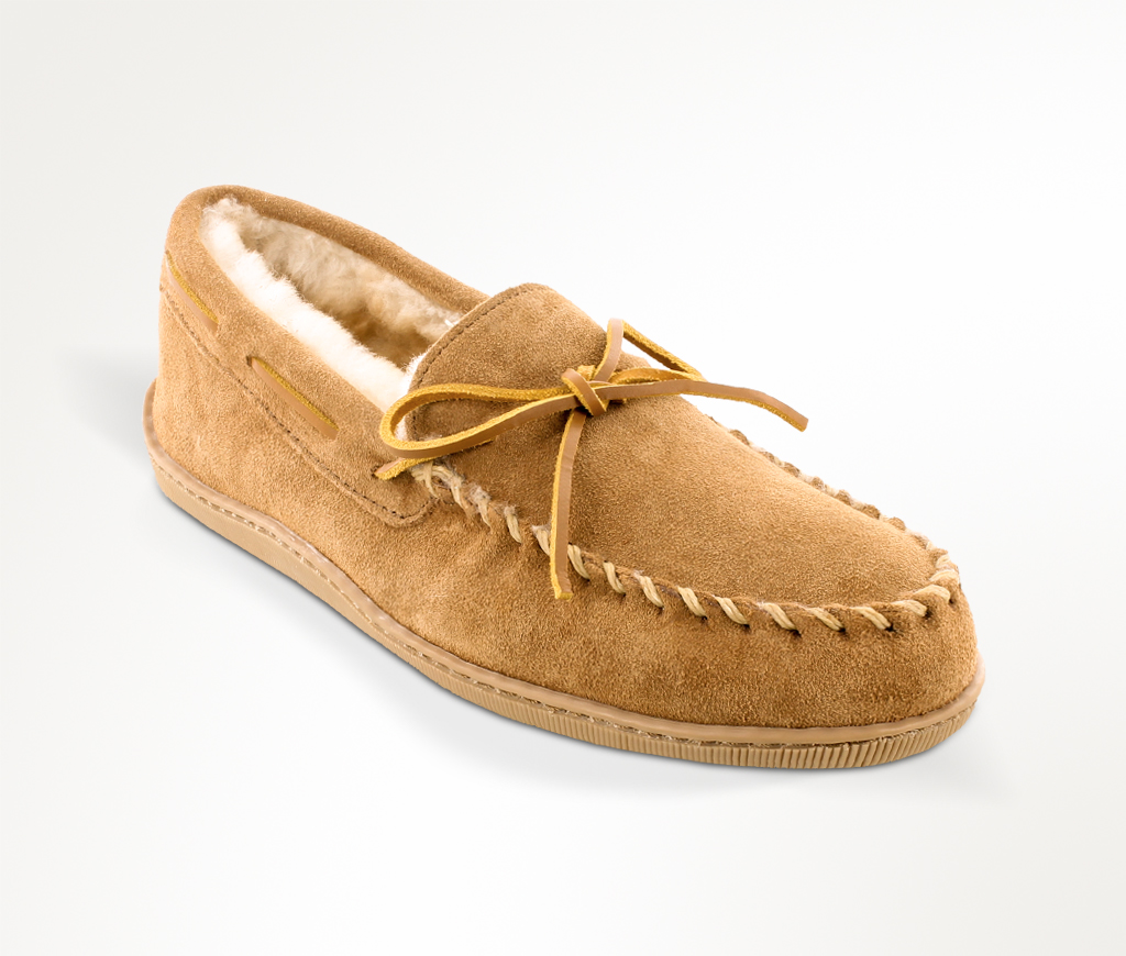 Minnetonka Men's Sheepskin Hardsole Moc Wide